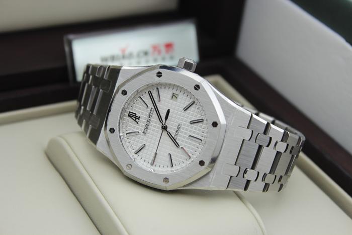爱彼皇家橡树万年历白色陶瓷手表回收