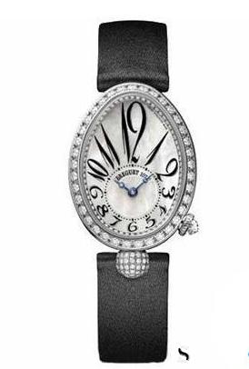 女性佩戴手表回收